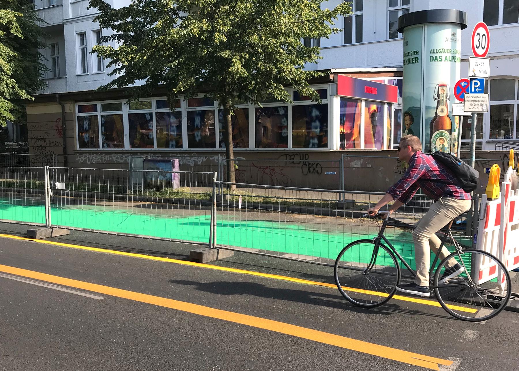 Beschichtungsarbeiten Radweg Wisbyer Straße Berlin-Pankow