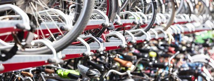 Fahrräder in Doppelstockparker