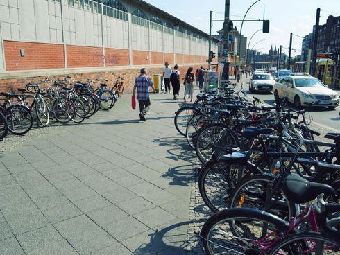 Abgestellte Fahrräder Warschauer Straße